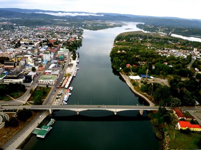 Alcalde Sabat y vecinos de Isla Teja coordinan acciones por problemas de conectividad a la costa