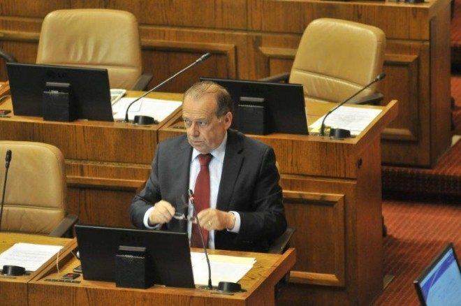 Diputado Berger tildó de mezquina la propuesta de reajuste del Ejecutivo para el sector público
