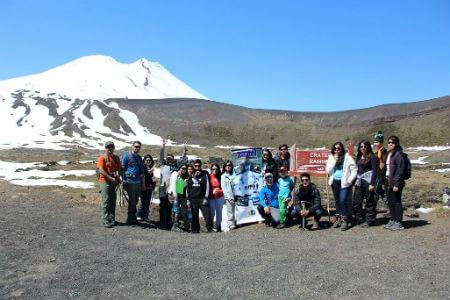 Alumnos de Colegio Teniente Merino participaron en taller de rapel y montañismo en volcán Casablanca