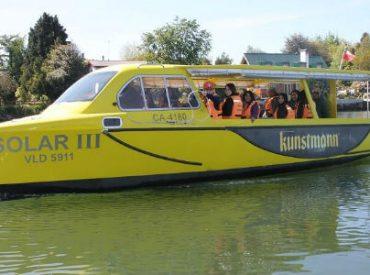 Alumnos de Liceo Benjamín Vicuña Mackenna aprendieron sobre sustentabilidad a bordo de taxis fluviales