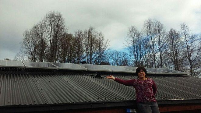Emprendedora del turismo utiliza energía solar para fortalecer su negocio en Panguipulli