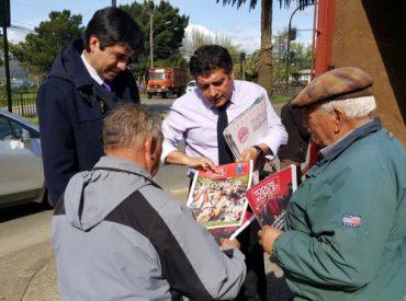 Gabinete se desplegó en avenida Picarte de Valdivia para difundir Presupuesto 2016