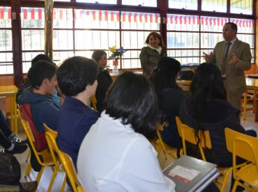 Intendente y seremi de Educación sostuvieron encuentro con alumnos de programa PACE de Mehuín