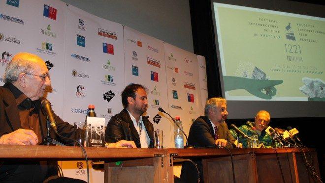 En conversación con medios de comunicación, ministro de Cultura analizó problemáticas del escenario actual de la cinematografía chilena