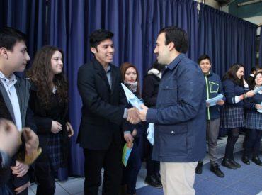 Programa Pro Retención premió el esfuerzo y rendimiento escolar de 29 alumnos del Instituto Comercial de Valdivia