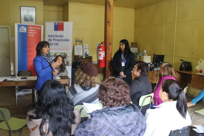 Seremi del Trabajo informó beneficios laborales a dirigentes sociales de Máfil
