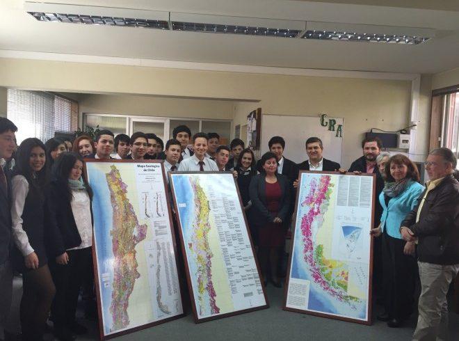 Sernageomin entrega Mapa Geológico de Chile a liceos públicos de Los Ríos