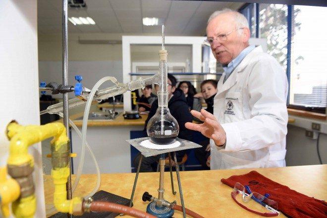Escolares de Valdivia se acercaron a la ciencia en la USS