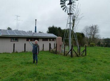 Agricultor de Río Bueno utiliza energía solar para dar electricidad a sus labores productivas