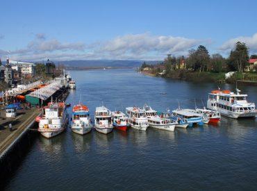 Latitud 40 y Hotel Diego de Almagro de Valdivia realizaron firma de convenio de comercios asociados