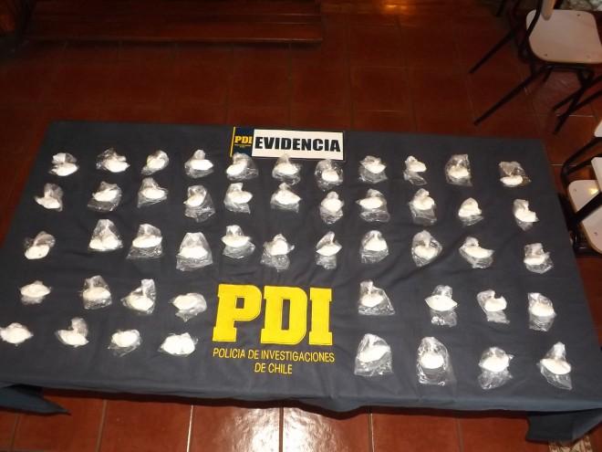 PDI detiene a tres personas que ingresaban a Valdivia más de un kilo de drogas.