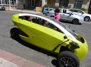 Primer vehículo eléctrico fabricado en Chile visitó Valdivia