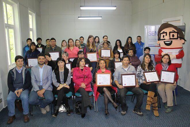62 valdivianos aprenden inglés, caja bancaria y herramientas de office gracias a programa SENCE