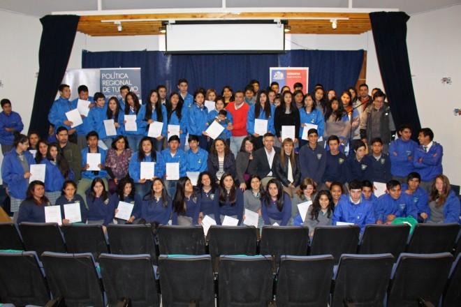 Más de 120 estudiantes de la región fueron certificados por SERNATUR en Llifén