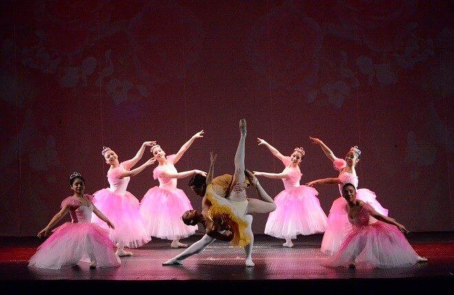 Escuela de Danza de Valdivia celebra egreso de tres estudiantes