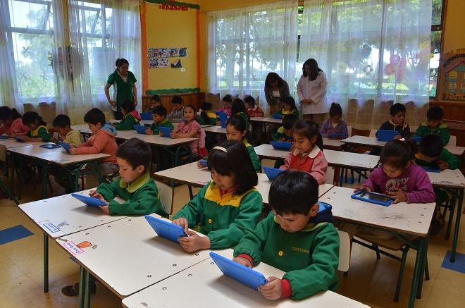entrega-tablet-alumnos-educacion-inicial-los_rios