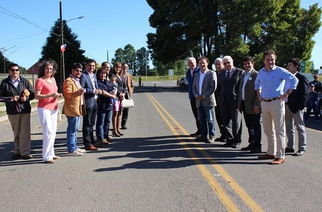 El proyecto vial pertenece a la comuna de Río Bueno y se inserta la Red Interlagos.