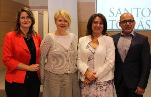 Katherine Hetz_ Christine Pirinolli_ Rectora UST, Laura Bertolotto_ y Carlos Masias-Valdés (1)
