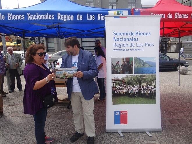 Seremi y equipo de Bienes Nacionales Los Ríos informaron a turistas sobre el programa Acceso a lo Nuestro