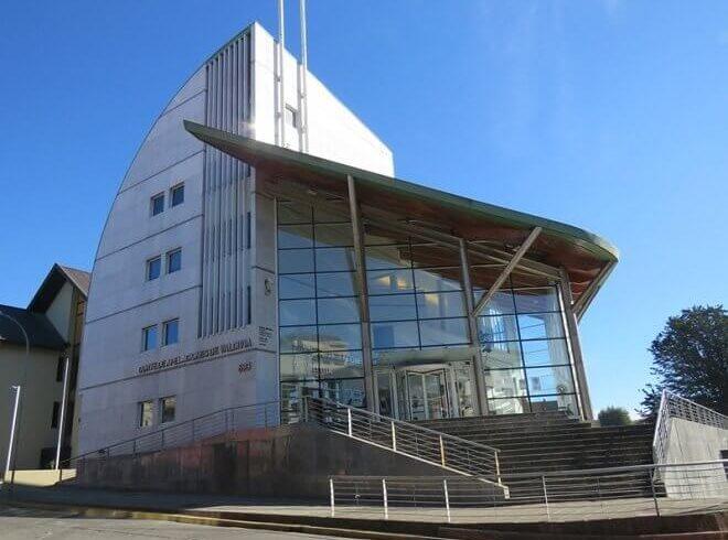 Corte de Apelaciones de Valdivia ordena a caja de compensación restituir cobrados indebidos a deudor solidario de préstamo