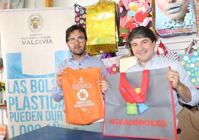 5 nuevos locales valdivianos se unieron al convenio de reducción de bolsas plásticas