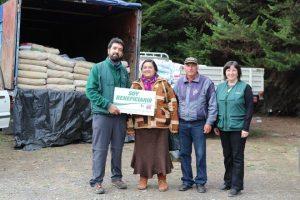 Agricultores beneficiados junto a Ricardo Salvo y Laura Ramírez, profesionales de la PRDSAP