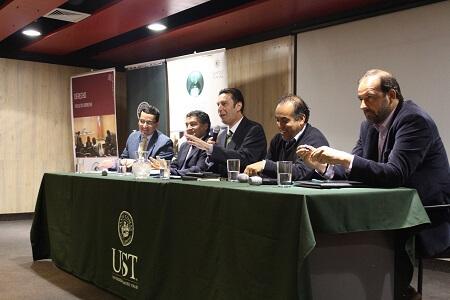 Exitoso foro sobre nueva constitución en la UST