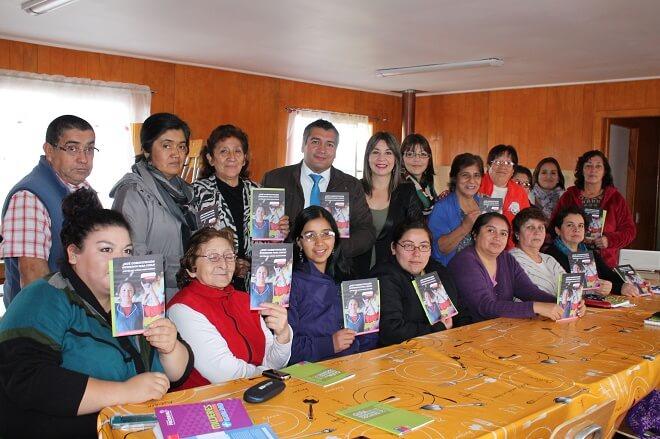 Mujeres de La Unión se interiorizaron sobre etapa participativa del Proceso Constituyente