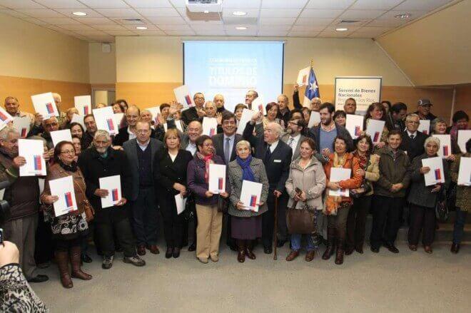 """71 adultos mayores se convierten en nuevos dueños de """"Un pedacito de Chile""""en Valdivia"""