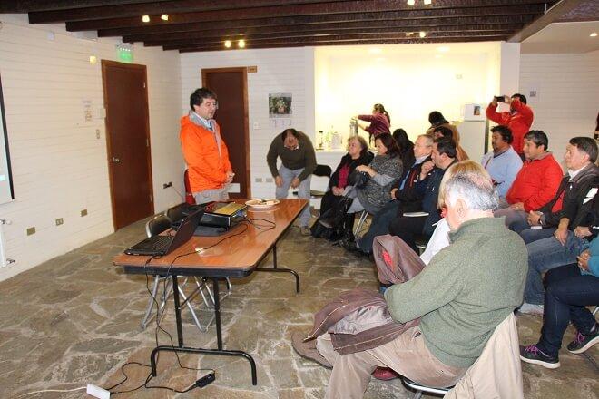 Alcalde Sabat presentó avance del proyecto de nuevo Cesfam Niebla a comunidad del sector