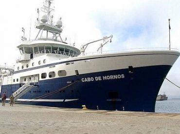 Buque Cabo de Hornos zarpa desde Talcahuano con científicos que investigan fenómeno de la marea roja