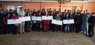 Campesinos de Corral reciben incentivos de INDAP para mejorar su producción