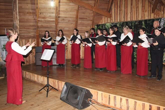 Coros de Argentina y Chile participaron en el Séptimo Encuentro Coral del Chucao organizado por Huilo Huilo