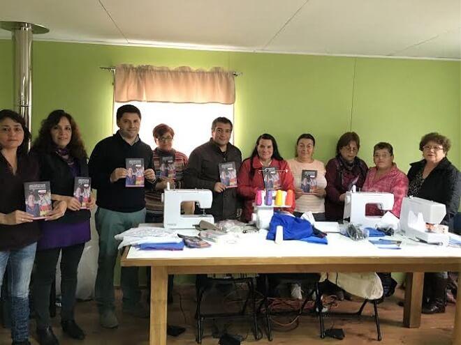 Agrupación de mujeres emprendedoras de Panguipulli desarrolla su talento en su nuevo taller de costuras