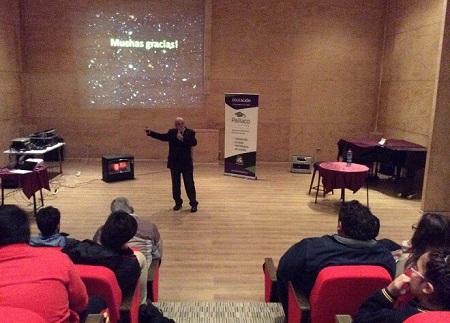 Connotado astrofísico José María Maza explicó a estudiantes de Paillaco el origen del universo