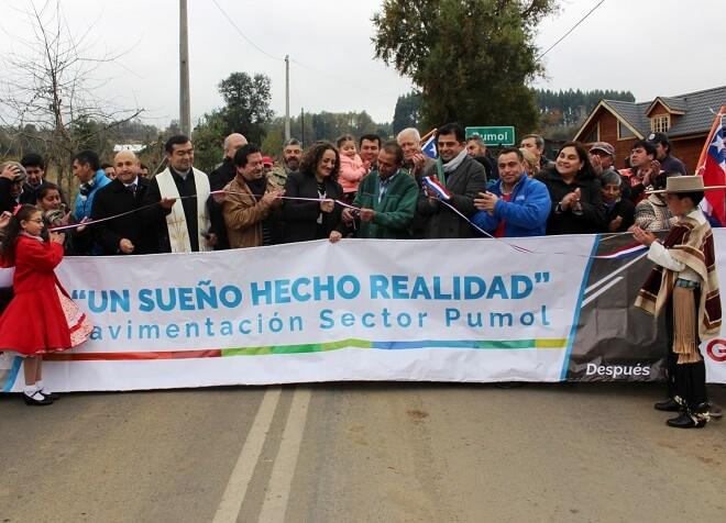 Vecinos de Pumol en Futrono inauguraron felices  su nuevo camino asfaltado