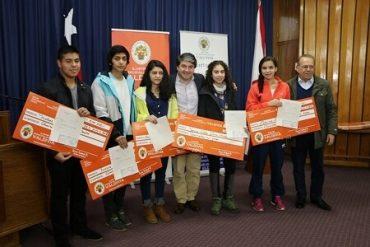 Municipalidad de Valdivia entrega becas de excelencia deportiva a 30 jóvenes