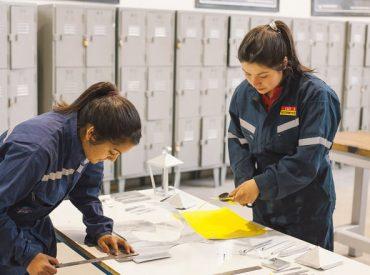 Carreras técnicas bajo formación dual: la clave para disminuir el desempleo juvenil en Chile