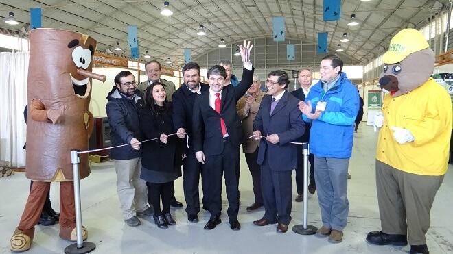 Feria sobre el uso responsable de la leña abrió sus puertas a los visitantes de la Región de Los Ríos