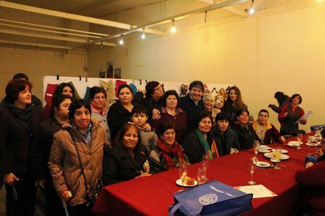 Municipalidad de Valdivia certificó a beneficiarios en taller de manualidades