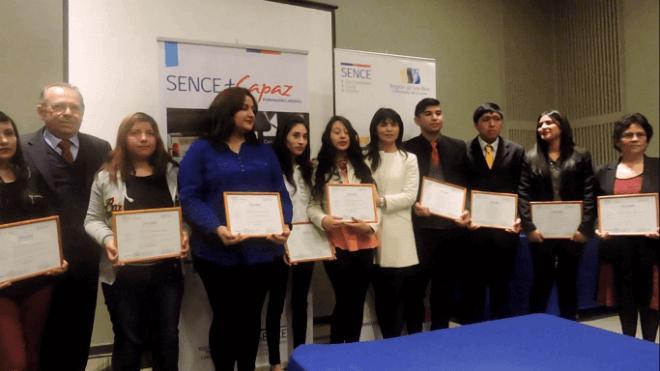 Sence Los Ríos certifica a más de 60 alumnos y otorga becas de continuidad de estudios en educación técnico superior