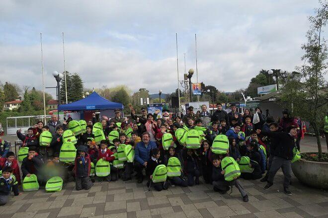 Carabineros entregóelementos reflectantes a escolaresen Valdivia
