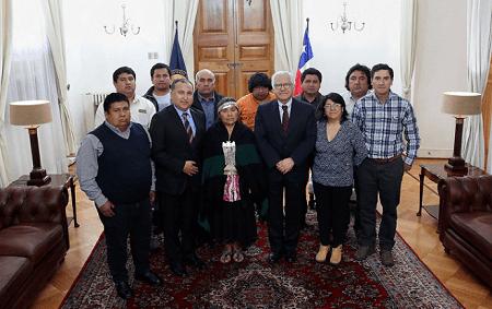 Comunidades mapuche de Los Ríos presentan sus aspiraciones, demandas y diálogos al vicepresidente Fernández en La Moneda