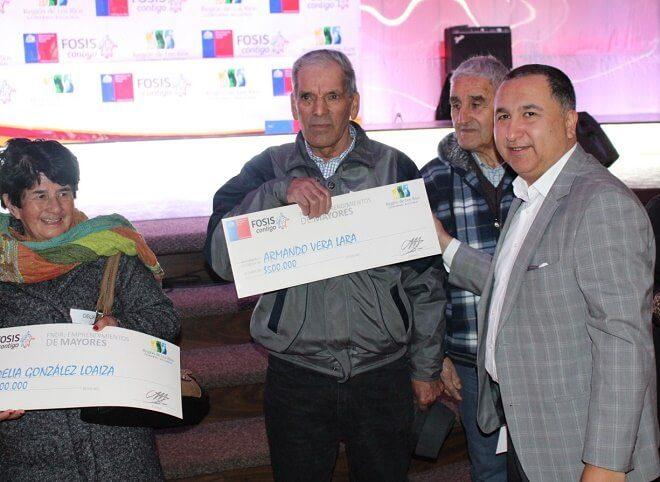 Gobierno Regional entregó recursos a 200 adultos mayores emprendedores