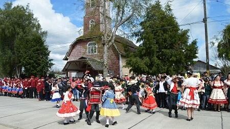 Intendente Montecinos acompañó a vecinos de Pichirropulli y Reumén en celebraciones de Fiestas Patrias