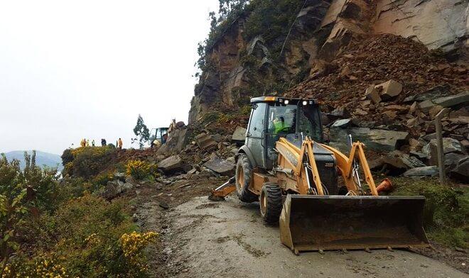 MOP despeja derrumbe en sector La Aguadaen la Ruta Valdivia-Corral