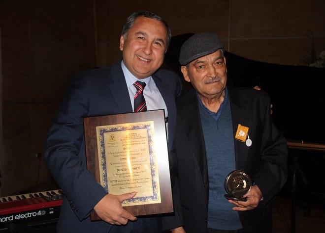 Egon Montecinos e Hipólito Flores fueron homenajeados en celebración del 82° aniversario de Paillaco