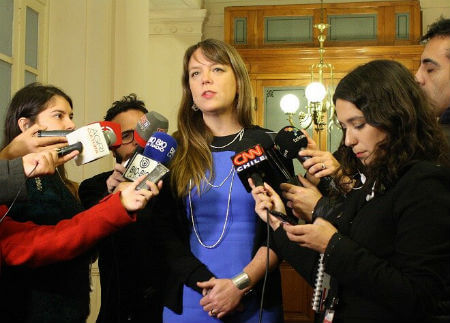 Senadora Von Baermanifestópreocupación por falta de promoción de Elecciones Municipales de parte del Gobierno y llamó a aclarar casos de cambios de domicilio electoral