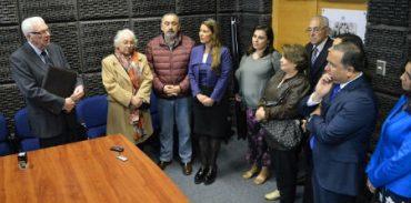 Gobierno Regional descubre placa en homenaje a Comité Nueva Región en edificio institucional