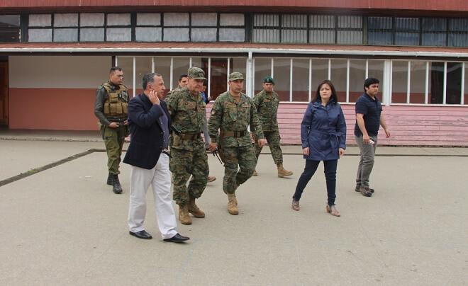 Intendente Montecinos junto a autoridades militares y policiales verificaron condiciones de locales de votación